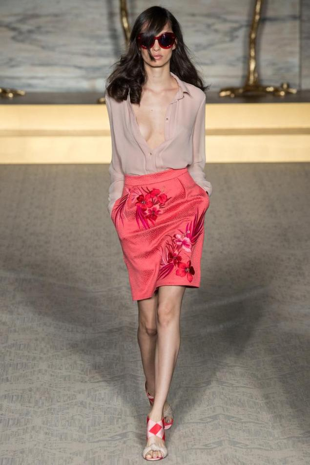 Matthew-Williamson-LFW-Spring-2015-nude-blouse-coral-silk-skirt