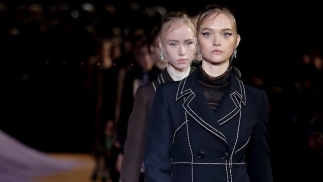 exclusive-gemma-ward-opens-the-prada-show_5